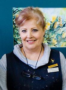 Head and shoulders photo of Artist Julie Goldspink
